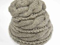 ケーブル模様のニット帽