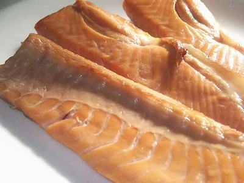 鮭のハラスの燻製