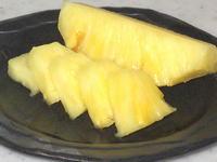 パイナップルの皮の剥き方