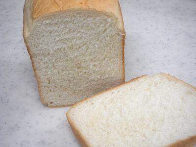 ホームベーカリーの早焼きコースでやわらか食パン