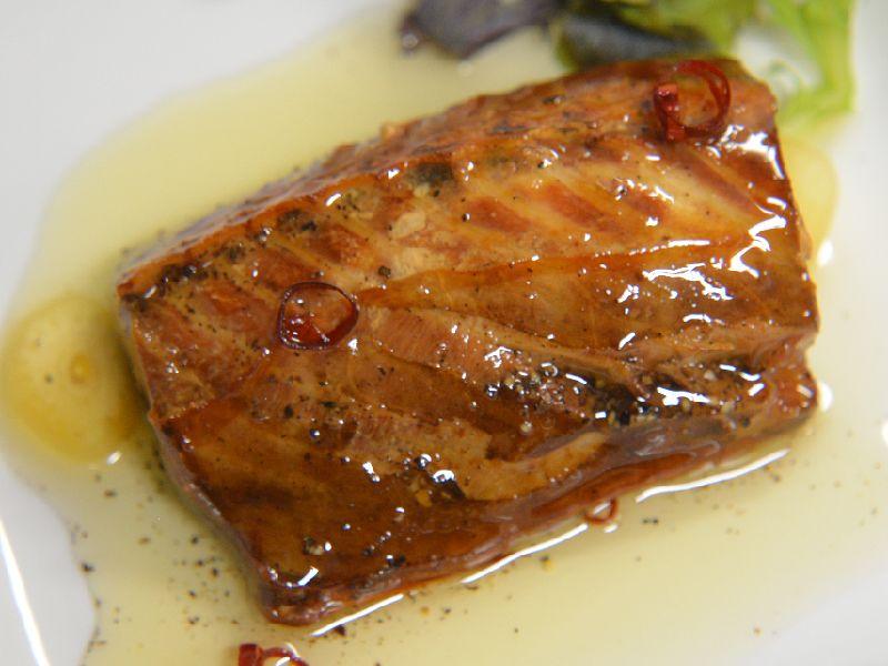 サバを燻製しオリーブオイルに漬けました