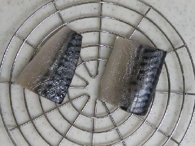 塩サバを風乾燥