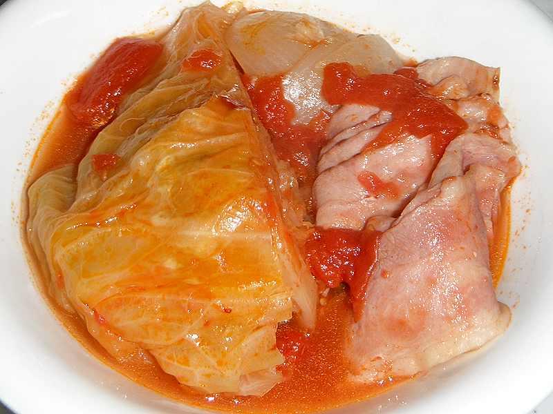 丸ごとキャベツのトマトソース煮