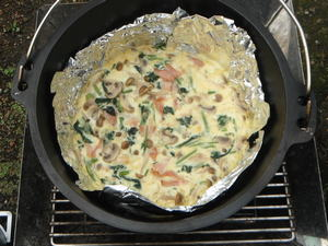 ダッチオーブンで作るキッシュ