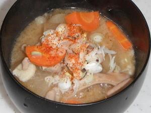 ダッチオーブンで作るモツ煮込み