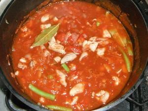 ダッチオーブンで作るモツのトマト煮