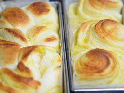 カスタードクリームの折込みパン
