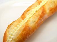 ミルククリームを挟んだフランスパン