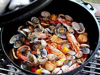 ダッチオーブンで海のパエリア