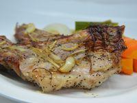 ダッチオーブンで豚スペアリブと香味野菜の蒸し焼き