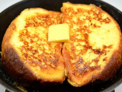 スキレットで燻製フレンチトースト