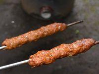 タンドール窯で焼いたシシカバブ(シークカバブ)