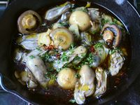 スキレットで作る牡蠣の燻製アヒージョ
