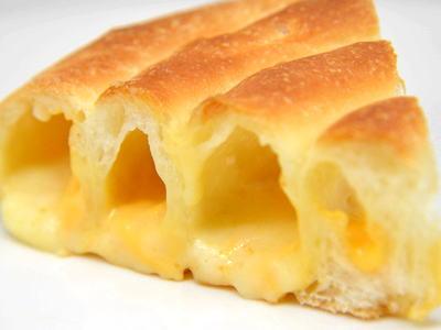 とろけるチーズロールパン