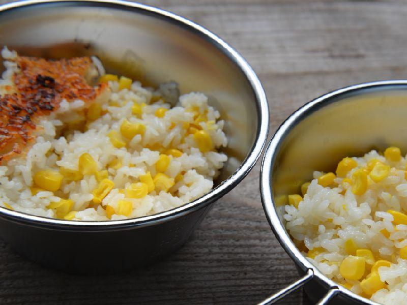 ダッチオーブンで作るとうもろこしの炊き込みご飯