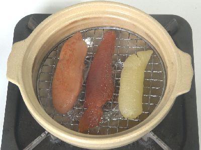 土鍋に辛子明太子、筋子、数の子をセット