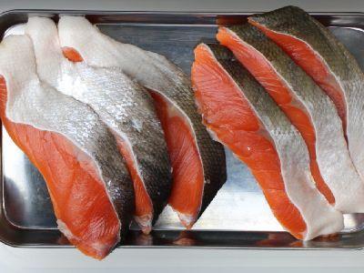 かんたん鮭とばの材料ー塩鮭の切り身